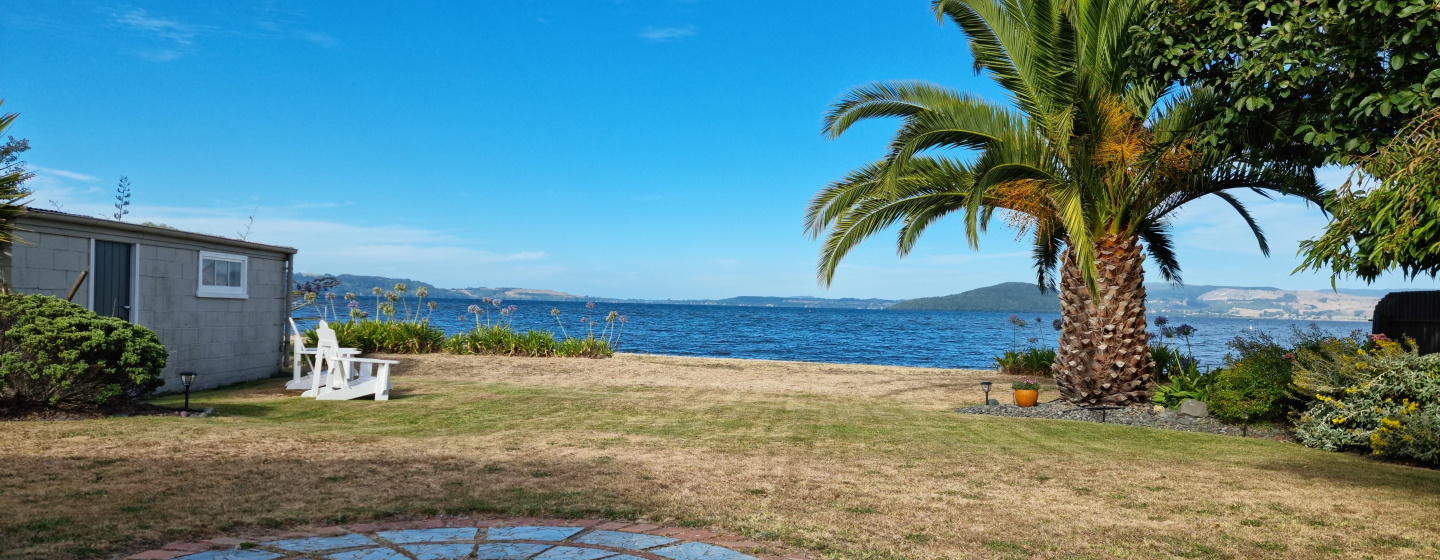 A photo of lake Rotorua taken at mid-afternoon, this photo shows the HDR capabilites quite well with a good amount of detail in the shadows while keeping great balance in exposure.